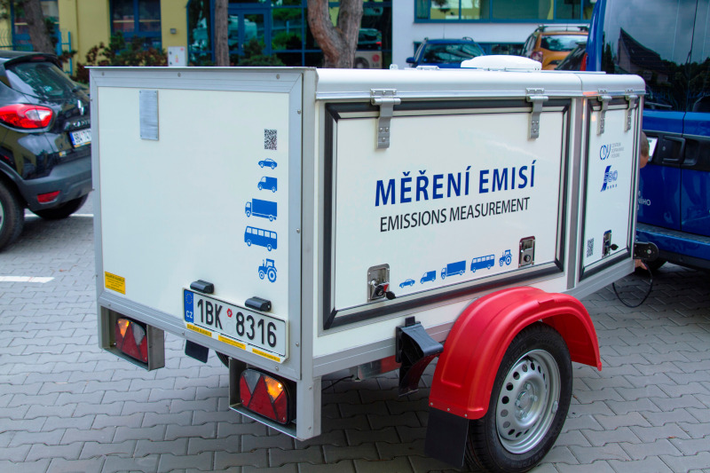 Mobile laboratory for emission measurement